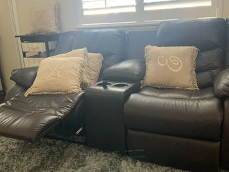 Excellent Condition ! Dual Reclining Leather Loveseat for Sale in San Diego,  CA