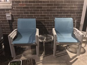 2 chairs 1 mini table for Sale in VA, US