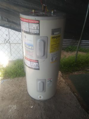 Water heater 40 gallons electric 240 volts for Sale in Pomona, CA