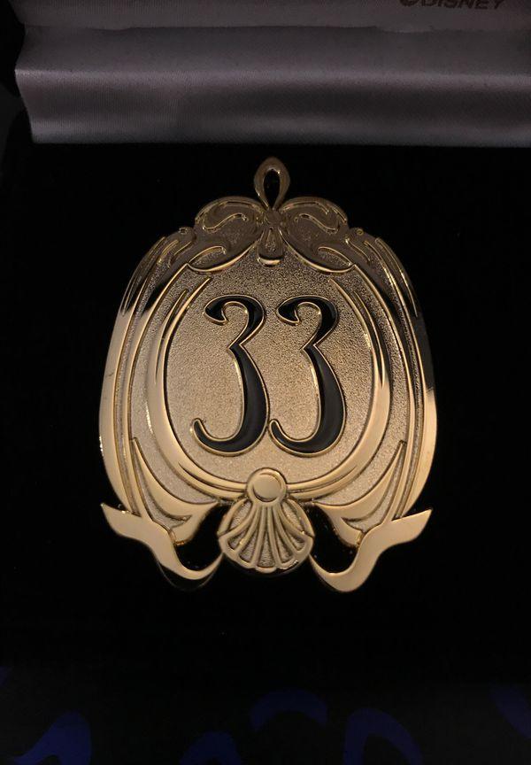 Disney Pin Disneyland Club 33 Logo Large Gold Pin 1st Edition Rare
