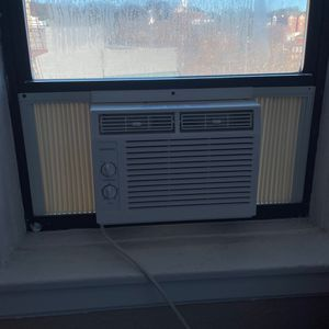 AC unit for apartment, only used once for Sale in The Bronx, NY