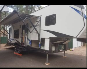 2016 Genesis Supreme Fifth Wheel Toy Hauler 33ft for Sale in Goodyear, AZ
