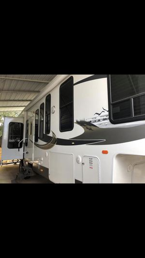 Forest river - sandpiper 2011 5th wheel camper trailer for Sale in Tomball, TX