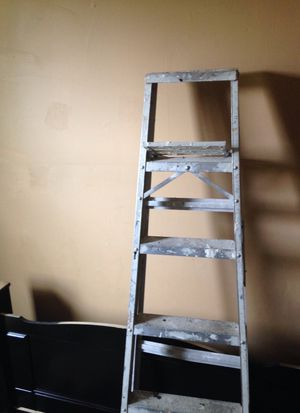 6 foot ladder for Sale in St. Louis, MO