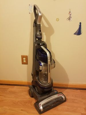 Lg Kompressor Vacuum Cleaner W/ All Attachments Great On Carpet! for Sale in Johnsburg, IL