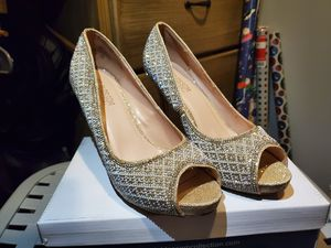 Golden pearl heels for Sale in Pico Rivera, CA