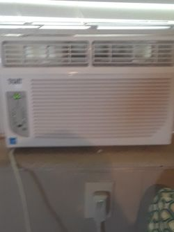 6000 Btu Window Ac With Dehumidifier for Sale in Tampa,  FL