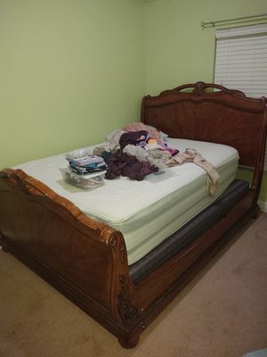 Queen size bed frame for Sale in Land O' Lakes, FL