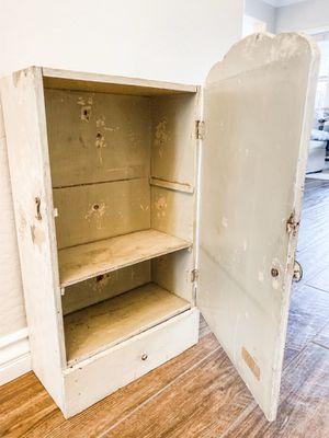 Antique medicine cabinet for Sale in Buckeye, AZ
