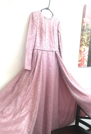 Elegant gown dress can fit size 6/8/10 blush pink pearls with a nice long all over bought 400 selling 200 or best offer for Sale in Chicago Ridge, IL