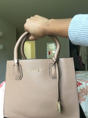 Michael Kors Designer bag 2 in 1 for Sale in Chevy Chase, DC