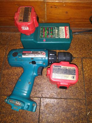 Milwaukee cordless drill w batteries and charger for Sale in Shelbyville, TN