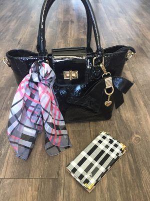 Brand new handbag with phone case for Sale in Atlanta, GA