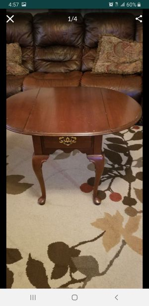 Table for Sale in Montgomery, IL