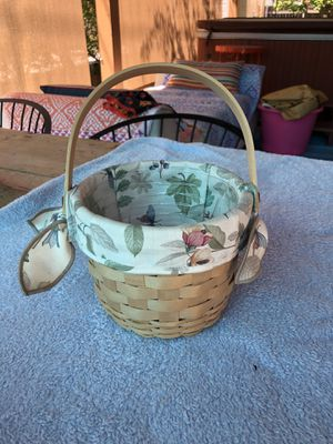 Longaberger small round basket 2000 for Sale in Glendale, CA