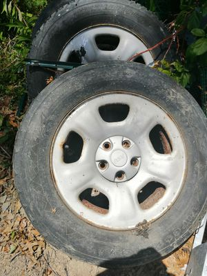 Free 2002 jeep liberty rims and tires for Sale in Kingston, NY