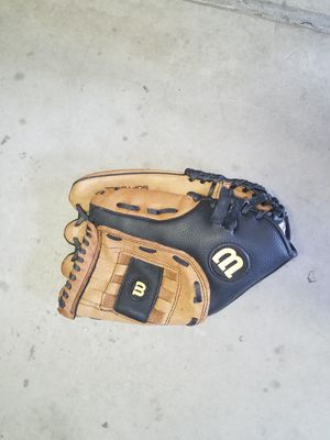 Softball glove for Sale in Apple Valley, CA