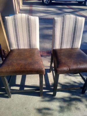 2 sillas en color cafe for Sale in Fresno, CA