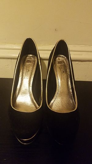 Black high heels with a gold line around it for Sale in Philadelphia, PA