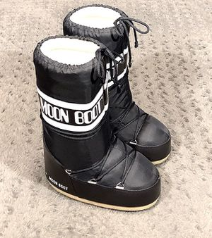 New! Tecnica Moon Boot Paid $130 Size 5-7.5 never worn Black moon boots. Super warm! Perfect for snow! Size: (35-38) US Women's 5-7.5) If you are a W for Sale in Washington, DC