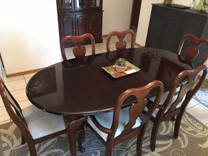 Dining Room Table with Hutch for Sale in Neenah, WI