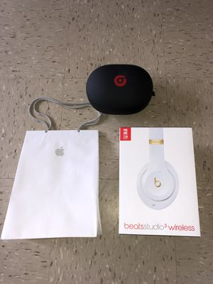 Brand new Large Apple beats studio 3 Headphones with brand new headphone beats case and Apple bag for Sale in The Bronx, NY