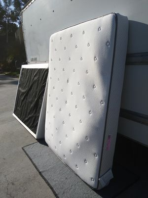 Sealy posturepedic queen mattress for Sale in San Diego, CA