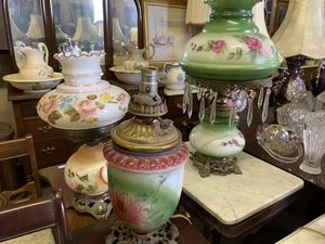 VINTAGE & ANTIQUE STORE - We sell everything! Furniture, Glassware, Figurines, Fine China, Home Decor, Artwork, Antique Collectibles, knickknacks and for Sale in Colonial Heights, VA