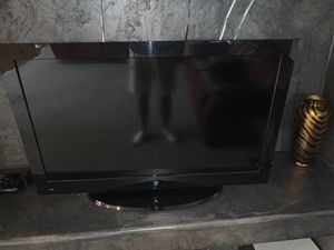 40 inch tv no exact price taking highest offer for Sale in Dearborn, MI