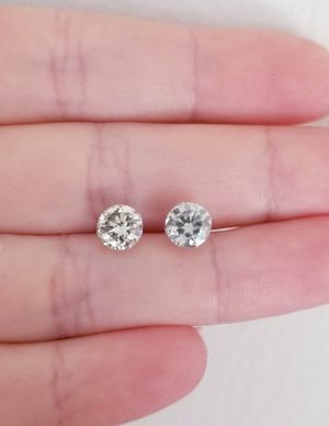 New 2ct beautiful moissanite diamonds stud earrings,14k white gold! for Sale in Bloomfield Hills, MI