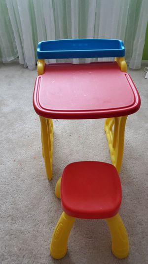 Crayola activity desk and stool for Sale in Las Vegas, NV