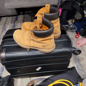 Size 8 timberland work boots for Sale in Philadelphia, PA
