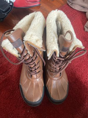 Ugg size 6 for Sale in Milwaukee, WI