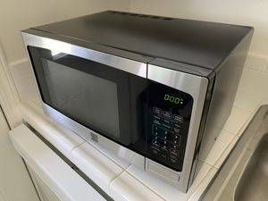 Kenmore countertop microwave (Stainless Steel/Black) for Sale in Manhattan Beach, CA