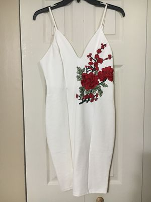 Windsor White Dress with Red Flowers Size Large for Sale in Middleburg Heights, OH