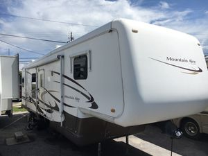 Mountain aire By Newmar Fifth wheel travel trailer for Sale in Panama City, FL