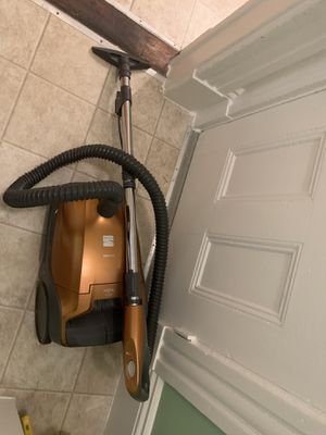 Vacuum kenmore for Sale in Boston, MA