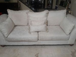 Off white / creme couch for Sale in Las Vegas, NV