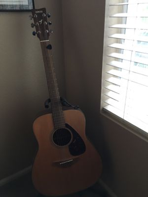 Yamaha Acoustic Guitar w/Stand for Sale in Scottsdale, AZ