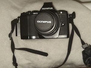 OlympusOM-D E-M5 Mark III Mirrorless Digital Camera with Touchscreen & 14-150mm Lens (Black) for Sale in Westport, WA