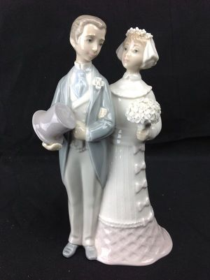 Lladro Wedding 4808 Bride & Groom Cake Topper Figurine for Sale in Seminole, FL