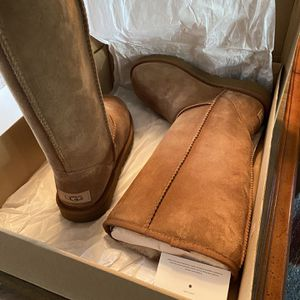 Classic Ugg Size 7 for Sale in Stockton, CA