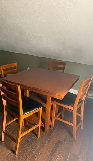 Perfect small kitchen table, in a very good condition! for Sale in Pawtucket, RI