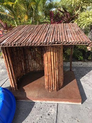 Pet bamboo house used some wear off part is in picture . 3ft 45high , 3ft 42 long for Sale in Kailua-Kona, HI