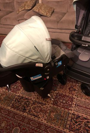 Car seat and stroller set + the base for Sale in Silver Spring, MD
