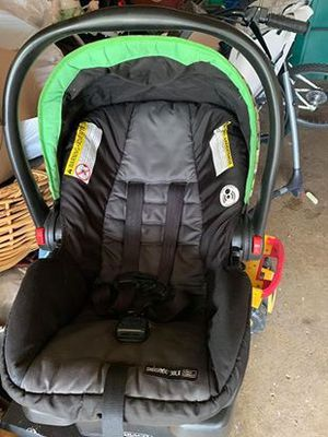 Graco snugride 30LX infant car seat click connect with base and weather cover included for Sale in Sycamore, IL