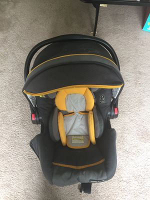 GRACO Car seat and base for Sale in High Point, NC