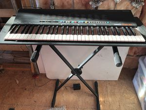 Electronic Keyboard PSR 18 & Stand for Sale in Fuquay-Varina, NC
