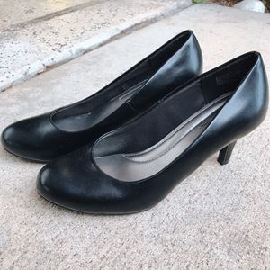 Women's black heels - size 6 1/2 for Sale in San Diego, CA
