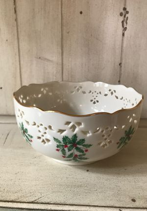 NWT Lenox Holiday Pierced Round Ivory Porcelain Bowl Scalloped Golden Top USA for Sale in Spring, TX